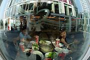 Jian Wei SOHO shopping and residential complex by an Shiyi und Zhang Xin. Fast food restaurant.