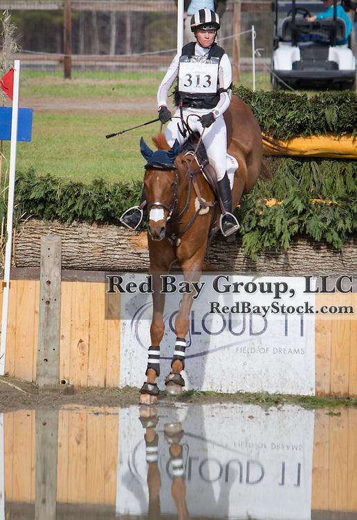 Sinead Halpin (USA) and Manoir De Carneville at the Carolina International in Raeford, North Carolina.
