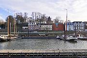 Nederland, The Netherlands, Nijmegen, 4-3-2019Voet van de Valkhofheuvel en lindenberghaven in de rivier de Waal . Met de Karolingische  kapel . Hier stond een palz van Karel de Grote. Te zien zijn o.a. het Velorama fietsmuseum, museum de Bastei, stratenmakerstoren, en Hotel Courage . Bij opgravingen zijn resten uit de 13e tot 19e eeuw gevonden alsmede uit de Romeinse tijd. De vondst van restanten van de fundering van een Romeins huis is bijzonder.De Bastei is het nieuwe centrum voor natuur en cultuurhistorie, dat doorloopt tot in de 16e eeuwse Stratemakerstoren.FOTO: FLIP FRANSSEN