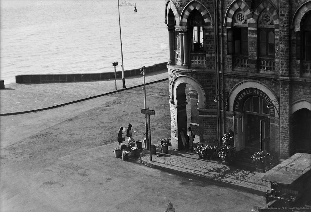 Café, Greens Hotel, Bombay, India, 1929