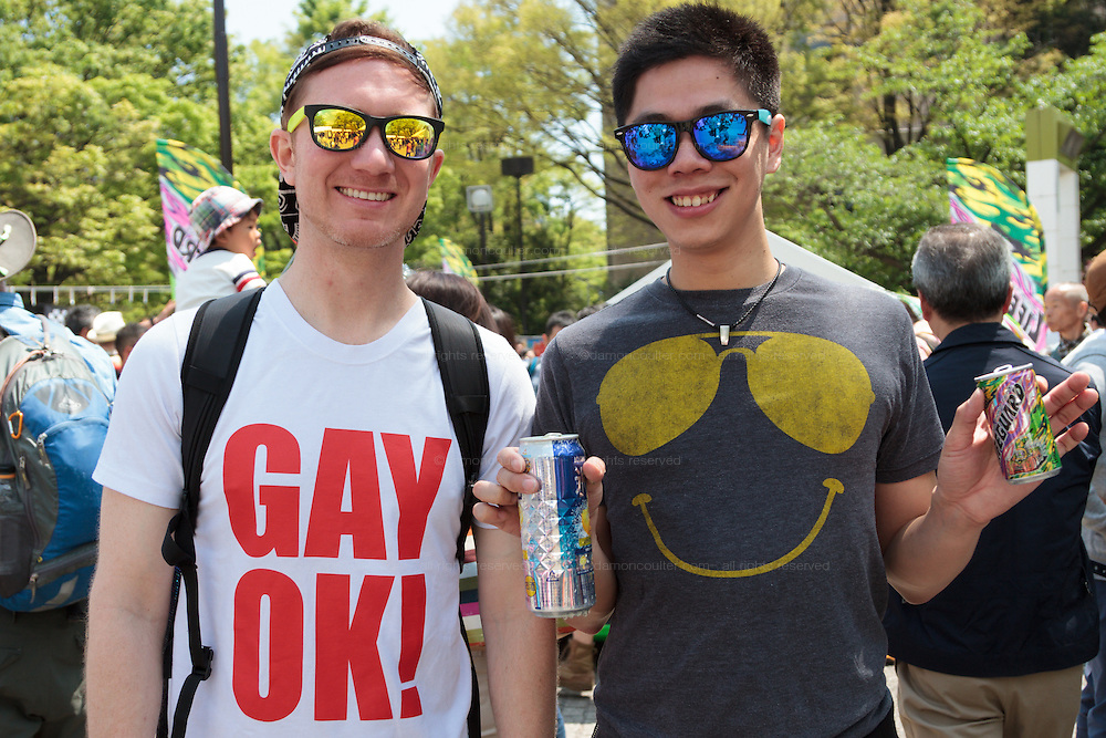 A gay couple at The Rainbow Pride Event in Yoyogi Park, Shibuya, Tokyo, Japan. Sunday, April 26th 2015. This is the forth annual celebration of LGBT issues in Tokyo and forms part of a wider Rainbow Week. About 5% of the Japanese population identify as homosexual and this event hopes to foster a society where they can live equally and without prejudice.