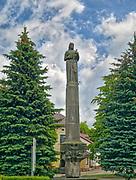 Pomnik Zwycięstwa (Pomnik Wdzięczności), a od lat 80. nosi nazwę Pomnika Matki Polki. Sejny