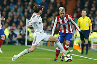 Real Madrid´s Gareth Bale (L) and Atletico de Madrid´s Griezmann during Spanish King´s Cup match at Santiago Bernabeu stadium in Madrid, Spain. January 15, 2015. (ALTERPHOTOS/Victor Blanco)
