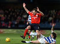 Fotball<br /> Championship England 2004/05<br /> Queens Park Rangers v Crewe<br /> 28. desember 2004<br /> Foto: Digitalsport<br /> NORWAY ONLY<br /> QPRs Gareth Ainsworth challenges Crewes Adie Moses