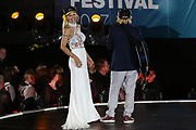 MUSIK: Das große Sommer Hitfestival in Timmendorf, Timmendorfer Strand, 24.08.2017<br /> Moderatorin Michelle Hunziker und Otto Waalkes<br /> © Torsten Helmke