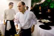Brumadinho_MG, Brasil...Chef de cozinha Paco Perez e cozinheiros cozinhando no Festival Gastronomico Sabor e Saber...The chef Paco Perez and cookers cooking in the Gastronomy Festival Sabor e Saber. ..Foto: BRUNO MAGALHAES / NITRO