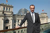 02 APR 2004, BERLIN/GERMANY:<br /> Friedrich Merz, CDU, Stellv. Fraktionsvorsitzender der CDU/CSU Bundestagsfraktion, auf einem Balkon des Jakob-Kaiser-Hauses, im Hintergrund: das Reichstagsgebaeude, Deutscher  Bundestag<br /> IMAGE: 20040402-01-037<br /> KEYWORDS: Reichstag