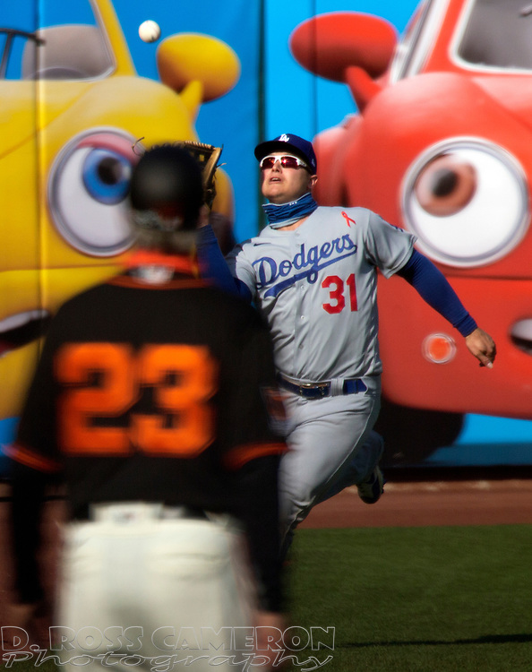 All eyes are on Los Angeles Dodgers left fielder Joc Pederson (31) as he makes a running catch of a fly ball off the bat of San Francisco Giants designated hitter Wilmer Flores during the first inning of a baseball game on Thursday, Aug. 27, 2020 in San Francisco, Calif. (D. Ross Cameron/SF Chronicle)