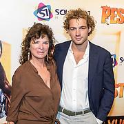 NLD/Hilversum/20171019 - Film premiere  Pestkop, Linda van Dyck en haar zoon Jamie Trenité