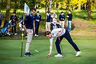 11-05-2019 Foto's NGF competitie hoofdklasse poule H1, gespeeld op Drentse Golfclub De Gelpenberg in Aalden. Axel Andriessen van De Hoge Kleij geeft de partij aan Berend van Holthuijsen van Houtrak