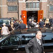 NLD/Volendam/20150703 - Uitvaart Jaap Buijs, aankomst gasten