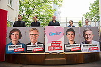 DEU, Deutschland, Germany, Berlin,21.07.2017: Vorstellung der Plakatkampagne der LINKEN zur Bundestagswahl 2017 im Innenhof des Karl-Liebknecht-Hauses.