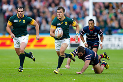 South Africa Fly-Half Handre Pollard gets away from USA Hooker Phil Thiel - Mandatory byline: Rogan Thomson/JMP - 07966 386802 - 07/10/2015 - RUGBY UNION - The Stadium, Queen Elizabeth Olympic Park - London, England - South Africa v USA - Rugby World Cup 2015 Pool B.