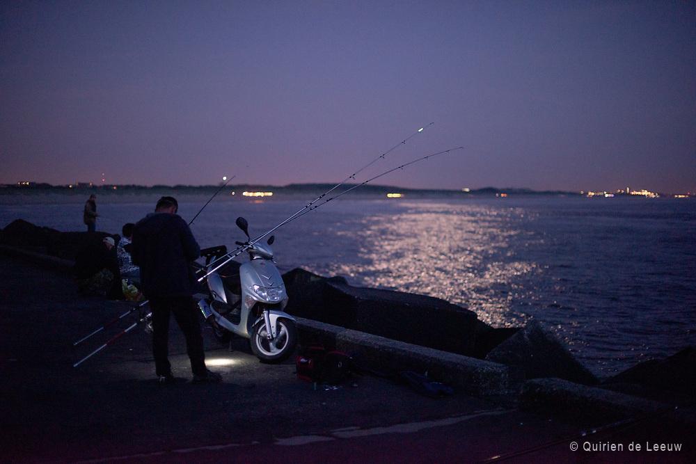 Vissers op het Havenhoofd van Scheveningen