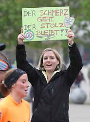 15.04.2012, Wien, AUT, Vienna City Marathon 2012, im Bild Ein Fan // during the Vienna City Marathon 2012, Vienna, Austria on 15/04/2012,  EXPA Pictures © 2012, PhotoCredit: EXPA/ Stephan Woldron