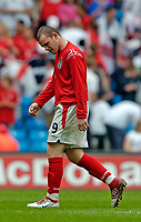 Fotball<br /> Foto: Jed Wee, Digitalsport<br /> NORWAY ONLY<br /> England v Island<br /> <br /> England v Iceland, Manchester Tournament, 05/06/2004.<br /> England's Wayne Rooney leaves the pitch at half time with a possible worry over his hamstring.