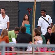 NLD/Amsterdam/20050703 - Selectie van voetbalclub Valencia keren terug van een rondvaart door de Amsterdamse grachten oa. Patrick Kluivert met nieuwe vriendin Rossana Lima