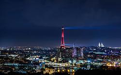 THEMENBILD - der beleuchtete Eiffelturm bei Nacht mit der Skyline der Stadt und der Sacre- Coeur de Montmartre, aufgenommen am 17. Juni 2016 in Paris, Frankreich // the illuminated Eiffel Tower at night with the skyline of the City and the Sacre- Coeur de Montmartre, Paris, France on 2016/06/17. EXPA Pictures © 2017, PhotoCredit: EXPA/ JFK
