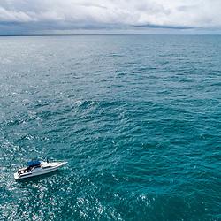 Oceano (paisagem) fotografado em Vitória, capital do Espírito Santo, Sudeste do Brasil. Oceano Atlântico. Registro feito em 2019.<br /> ⠀<br /> ⠀<br /> <br /> <br /> <br /> <br /> ENGLISH: Ocean Landscape photographed in Vitória, Capital of Espírito Santo - Southeast of Brazil. Atlantic Ocean. Picture made in 2019.