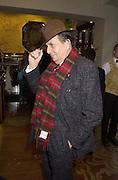 Barry Humphries. Shanghai Tang opening. Sloane St. 11 April 2001. © Copyright Photograph by Dafydd Jones 66 Stockwell Park Rd. London SW9 0DA Tel 020 7733 0108 www.dafjones.com