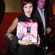 NLD/Amsterdam/20061108 - Uitreiking ' Cosmo-vrouw van het jaar 2006 ', Victoria Koblenko met haar prijs
