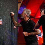 NLD/Utrecht/20200401602 - Cultuur in Actie.nl, Eric Corton tekent de petitie