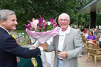 ARNHEM - Op de golfbaan de Rosendaelsche in Arnhem  het Internationaal Senioren Strokeplay Kampioenschap . Jart Sluiter (foto) werd derde. links Bob Moret.  FOTO KOEN SUYK