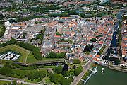 Nederland, Zuid-Holland, Gorinchem, 12-06-2009; Overzicht van de vestingstad, gelegen bij de de monding van de Linge, rechtsonder met sluis. .Swart collectie, luchtfoto (25 procent toeslag); Swart Collection, aerial photo (additional fee required).foto Siebe Swart / photo Siebe Swart