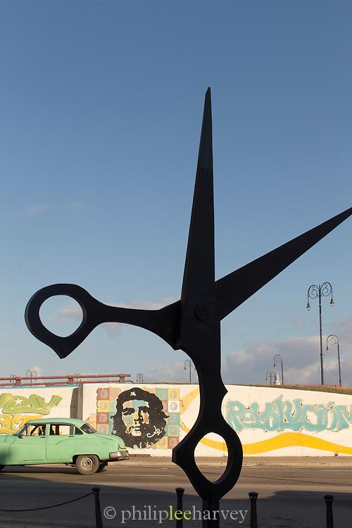 Scissors sculpture and Che Guevara mural, Havana in Callejon de los Peluqueros, Havana, Cuba