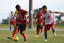 Lance da partida entre Balneário Estreito x Canas F C válida pela Copa Coca-Cola 2013 no complexo Esportivo Aldo Silva, em Florianópolis. Foto: Cristiano Estrela/Preview.com