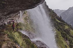 THEMENBILD - Wanderinnen verweilen auf einem Weg hinter dem Wasserfall waehrend einer Wanderung entlang des Wasserfallweges, aufgenommen am 28. Juli 2019 in Fusch a. d. Grossglocknerstrasse, Oesterreich // Women hikers staying on a trail behind the waterfall while hiking along the waterfall trail in Fusch a. d. Grossglocknerstrasse, Austria on 2019/07/28. EXPA Pictures © 2019, PhotoCredit: EXPA/ JFK
