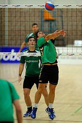 27-10-2012 VOLLEYBAL: VV ALTERNO - E DIFFERENCE SSS: APELDOORN<br /> Eerste divisie A mannen - Alterno wint met 4-0 van SSS / Berry Achterkamp<br /> ©2012-FotoHoogendoorn.nl