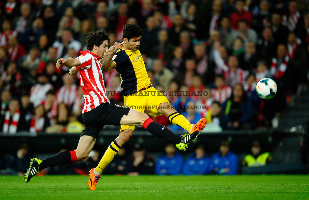 BILBAO, SPAIN - MARCH 29:  Diego Costa of Atletico de Madrid competes for the ball with Mikel San Jose of Athletic Club during the La Liga match between Athletic Club de Bilbao and Club Atletico de Madrid at San Mames Stadium on March 29, 2014 in Bilbao, Spain.  (Photo by Juan Manuel Serrano Arce/Getty Images)