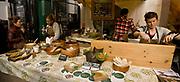 Londyn, 2009-03-06. Stoisko ze zdrową żywnością na targu żywność Brought Market