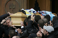 Fotball<br /> Italia<br /> Foto: Inside/Digitalsport<br /> NORWAY ONLY<br /> <br /> 14.11.2007<br /> <br /> The coffin of Gabriele Sandri leaves the church at the end of a funeral service in Rome November, 14, 2007. Gabriele Sandri, a Lazio soccer team fan, was killed at a highway petrol station near Arezzo three days ago
