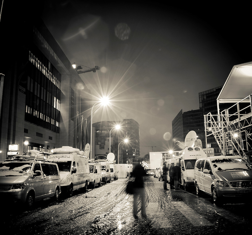 Brussels, Belgium 16 December 2010<br /> View of satellite cars under the snow outside the building where the European Union summit took place.<br /> Photo: SCORPIX /  Patrick Mascart