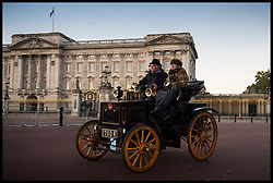 November 6, 2016 - London, London, United Kingdom - Image ©Licensed to i-Images Picture Agency. 06/11/2016. London, United Kingdom. ..The London to Brighton Veteran Car Run 2016...A 1897 Panhard et Levassor Two-seat phaeton driven by Roy Tubby drives past Buckingham Palace in Central London, UK, on the first leg of the journey from London to Brighton...Picture by Ben Stevens / i-Images (Credit Image: © Ben Stevens/i-Images via ZUMA Wire)