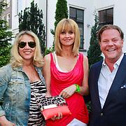 NLD/Amsterdam/20110525 - Presentatie The Luery List #1, Fiona Hering, Daphne Decker en Bastiaan van Schaik