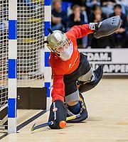 ROTTERDAM  - keeper Steven Verhoogt (Pinoke) stopt een strafbal.  finale NK  zaalhockey Pinoke JA1-Kampong JA1 (5-4).   COPYRIGHT  KOEN SUYK