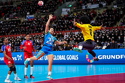 05-12-2019 JAP: Cuba - Slovenia, Kumamoto<br /> Fourth match groep A at 24th IHF Women's Handball World Championship. Slovenia win 39 - 26 of Cuba / Indiana Cedeno Ramos #12 of Cuba, Tjasa Stanko #10 of Slovenia