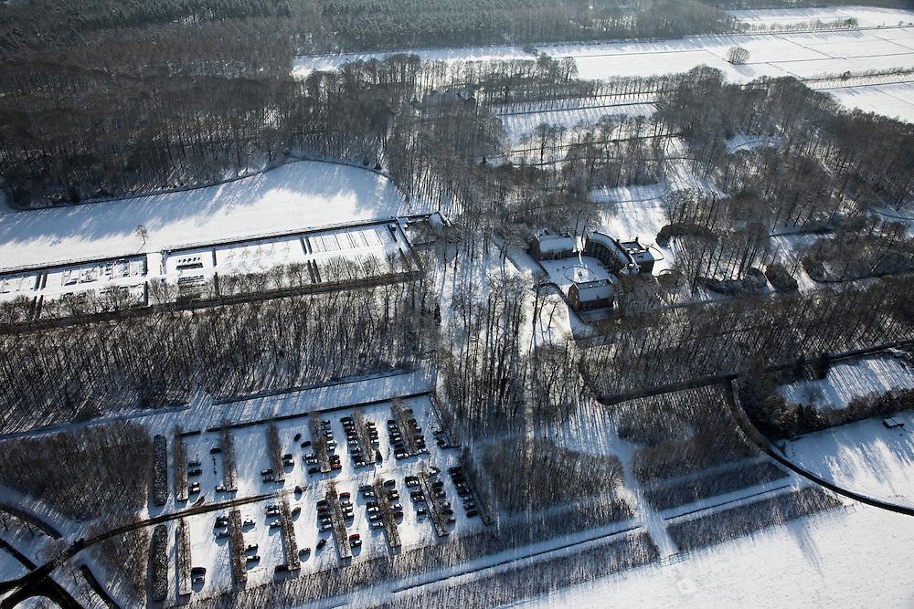 Nederland, Utrecht, Gemeente Baarn, 31-01-2010; Kasteel Groeneveld in de sneeuw;.maakt deel uit van het ministerie van Landbouw, Natuur en Voedselkwaliteit (LNV)..Groeneveld Castle in the snow, part of the Ministry of Agriculture, Nature and Food Quality (LNV).luchtfoto (toeslag), aerial photo (additional fee required).foto/photo Siebe Swart