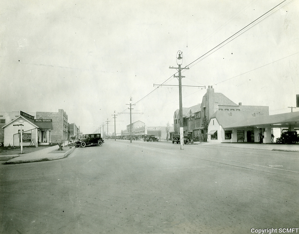 1922 Looking north on Larchmont Blvd. from 1st St.