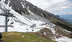 THEMENBILD - durch die Region in und um Innsbruck führen zahlreiche Wanderwege und -routen für alle Zielgruppen. Vom Familienwanderweg bis zu hochalpinen Touren ist für alle Naturbegeisterten etwas dabei. Im Bild die Seegrube // The region in and around Innsbruck lead numerous hiking trails and routes for all target groups. From the family hiking trail to high alpine tours, there is something for all nature enthusiasts. Innsbruck, Austria on2017/05/21. EXPA Pictures © 2017, PhotoCredit: EXPA/ Jakob Gruber