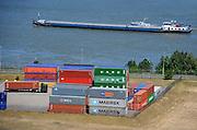 Nederland, Nijmegen, 4-6-2009een binnenvaartschip vaart over de Waal ter hoogte van de containerterminal.Foto: Flip Franssen/Hollandse Hoogte