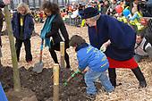 Koningin Beatrix bij 50ste Boomfeestdag