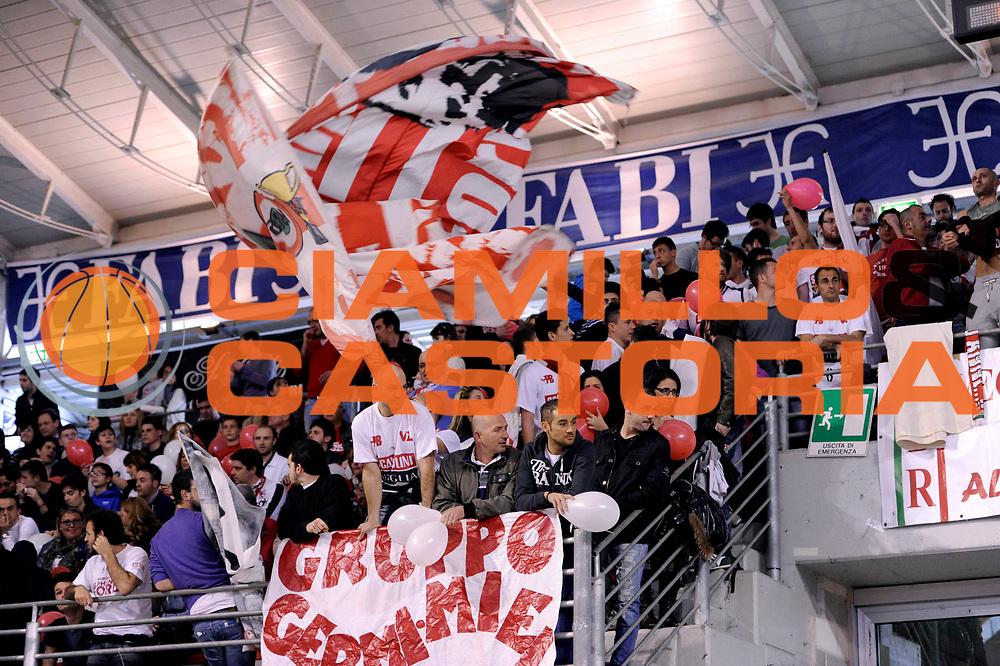 DESCRIZIONE : Ancona Lega A 2011-12 Fabi Shoes Montegranaro Scavolini Siviglia Pesaro<br /> GIOCATORE : tifosi<br /> CATEGORIA : pesaro tifosi strisscione<br /> SQUADRA : Scavolini Siviglia Pesaro<br /> EVENTO : Campionato Lega A 2011-2012<br /> GARA : Fabi Shoes Montegranaro Scavolini Siviglia Pesaro<br /> DATA : 01/04/2012<br /> SPORT : Pallacanestro<br /> AUTORE : Agenzia Ciamillo-Castoria/C.De Massis<br /> Galleria : Lega Basket A 2011-2012<br /> Fotonotizia : Ancona Lega A 2011-12 Fabi Shoes Montegranaro Scavolini Siviglia Pesaro<br /> Predefinita :
