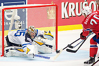 Ishockey<br /> VM 2015<br /> 04.05.2015<br /> Norge v Finland<br /> Foto: imago/Digitalsport<br /> NORWAY ONLY<br /> <br /> Goalie Pekka Rinne (FIN) makes a save from shot of Anders Bastiansen (NOR).