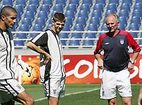 Englands Torhueter David James, Steven Gerard und Trainer Sven Goran Eriksson. © Valeriano Di Domenico/EQ Images