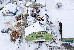 THEMENBILD - Nach dem Einsturz einer Halle in Lienz aufgrund der Schneemassen und einigen Lawinenabgängen auf Straßen hat sich am Sonntagvormittag die Situation in Osttirol leicht entspannt. Die massiven Schneefälle haben aufgehört. Hier im Bild: Die Ruine der aufgrund der Schneelast eingestürzten alten Versteigerungshalle in Lienz in Osttirol, Österreich am Sonntag, 3. Januar 2021 // After the collapse of a hall in Lienz due to the snow masses and some avalanches on roads, the situation in East Tyrol has slightly eased on Sunday morning. The massive snowfalls have stopped. Here in the picture: The ruin of the old auction hall collapsed due to the snow load in Lienz in East Tyrol, Austria on Sunday, January 3, 2021. EXPA Pictures © 2021, PhotoCredit: EXPA/ Johann Groder