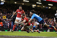 Jamie Roberts  of Wales  scores his try.RBS Six Nations championship 2016, Wales v Italy at the Principality Stadium in Cardiff, South Wales on Saturday 19th March 2016. pic by  Andrew Orchard, Andrew Orchard sports photography.